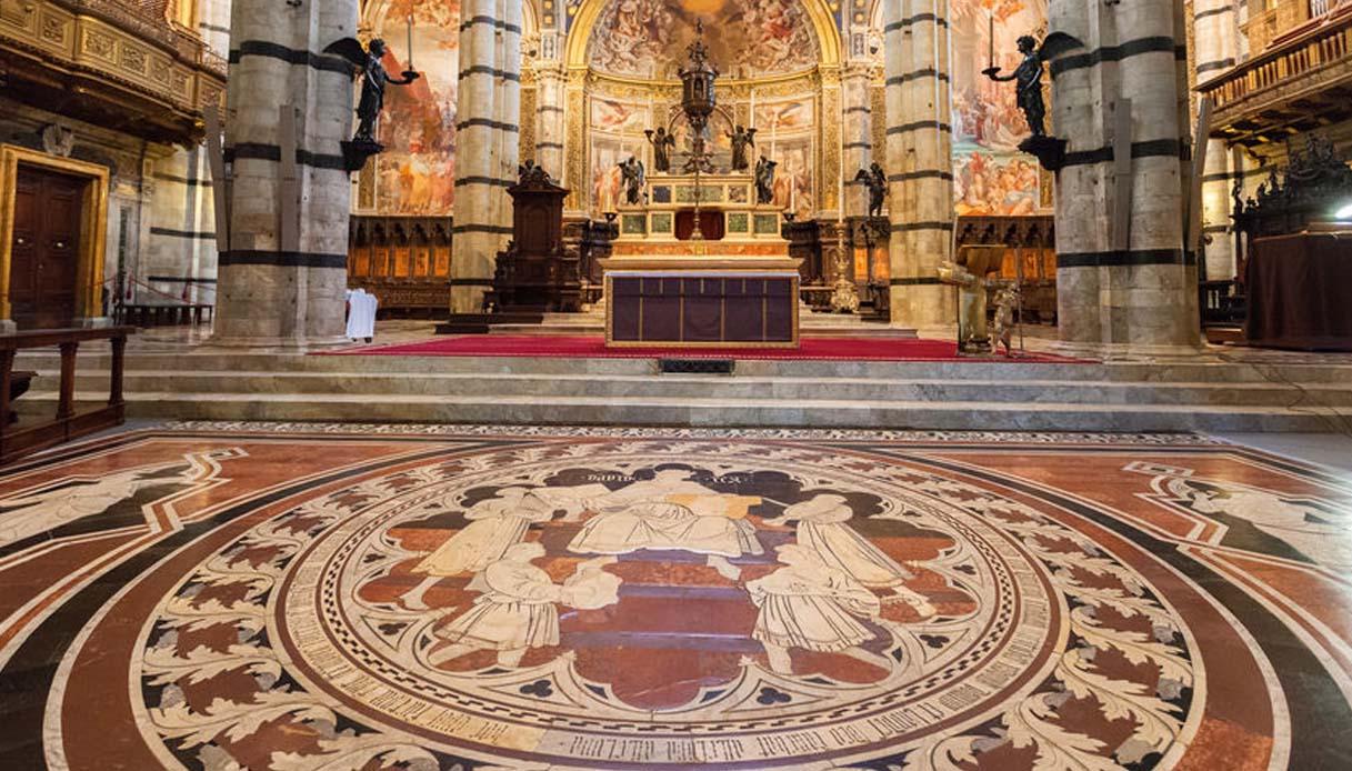 Il magnifico pavimento del Duomo di Siena torna visibile