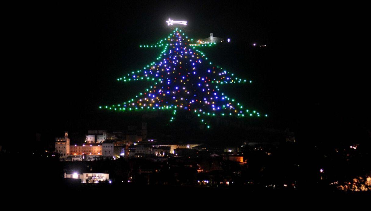 Albero Di Natale Gubbio.Riacceso In Italia L Albero Di Natale Piu Grande Al Mondo