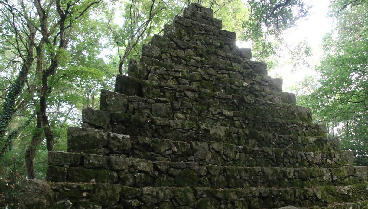 Bosco Isabella, il giardino esoterico e romantico di Radicofani