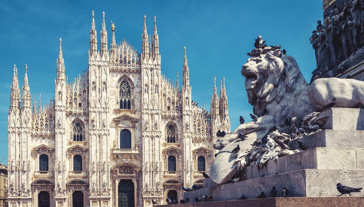 Milano, le vecchie statue del Duomo finiscono in affitto