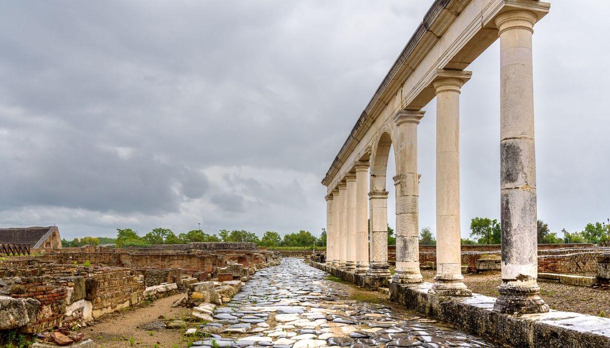 Scoperte a Minturno due tombe romane con scheletri