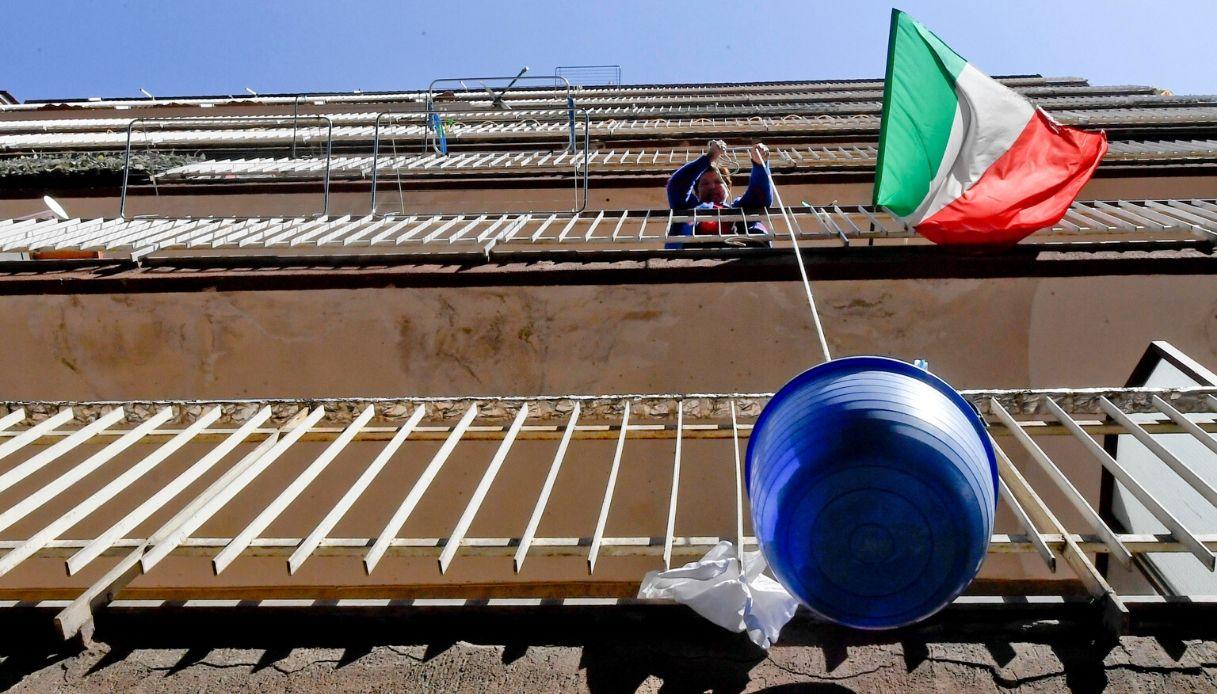 Coronavirus, a Napoli torna di moda il panaro per la spesa
