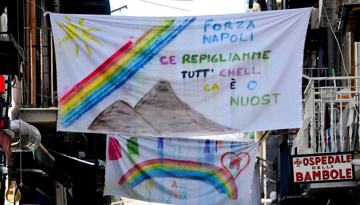 Napoli, per le strade le frasi di Gomorra contro il Coronavirus
