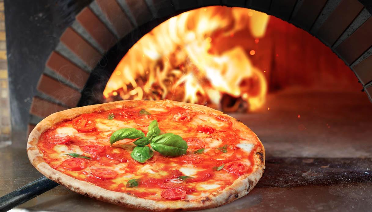60 mila pizze in una sera a Napoli dopo il via libera al delivery