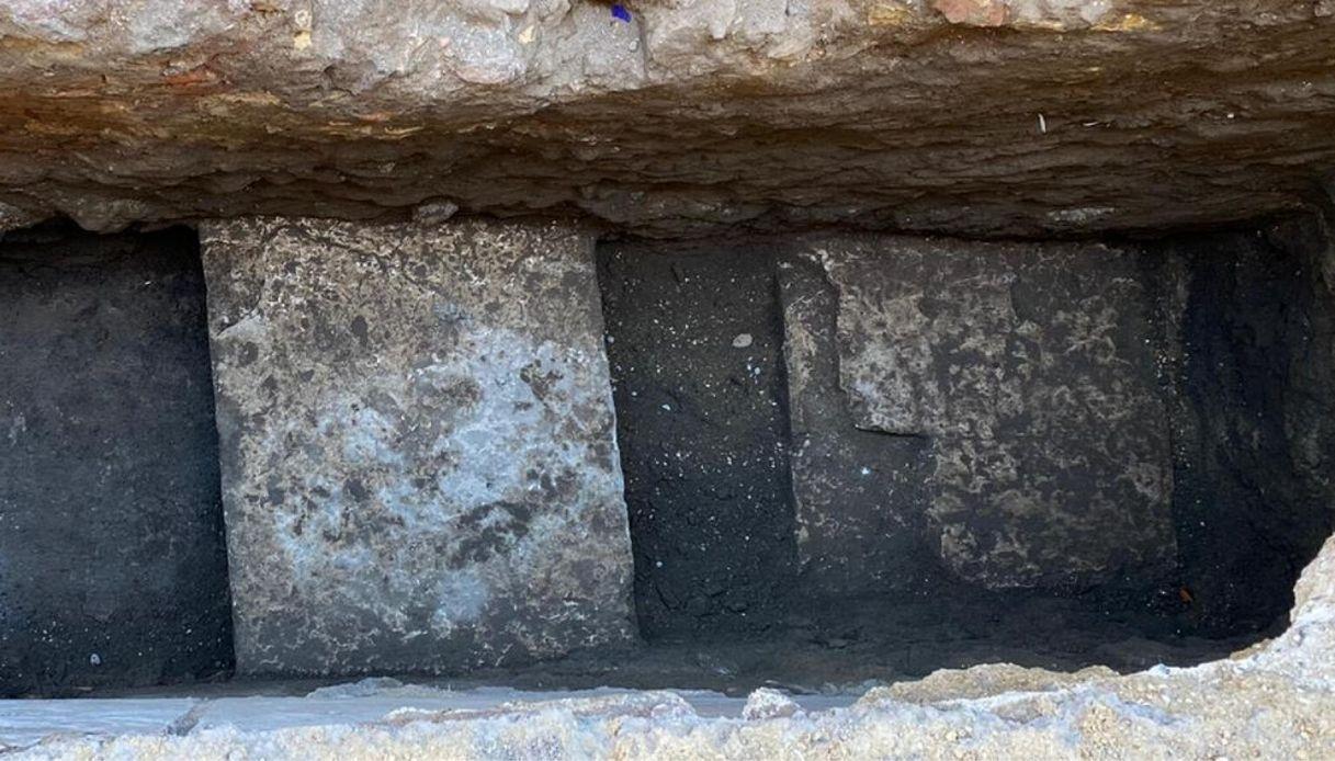 Roma, dalla buca al Pantheon emerge la pavimentazione imperiale