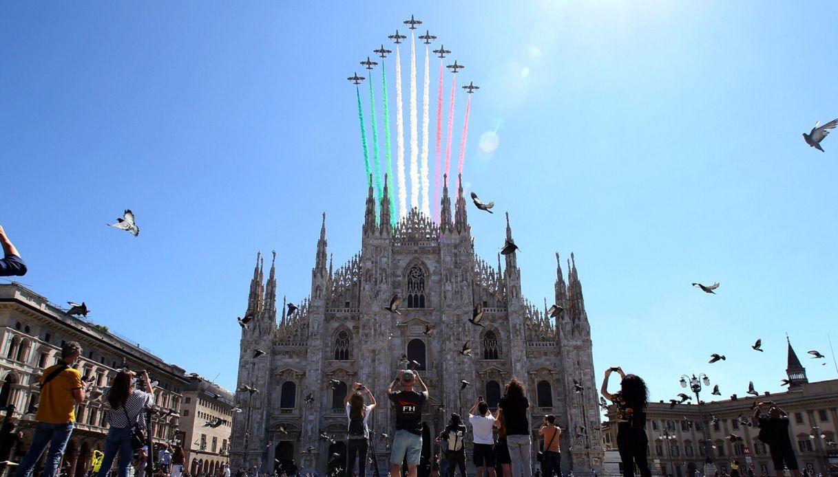 Frecce Tricolori, Giro d'Italia da Milano a Roma: le immagini