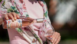 Dolce e Gabbana e Donnafugata insieme: nasce il vino rosato Rosa