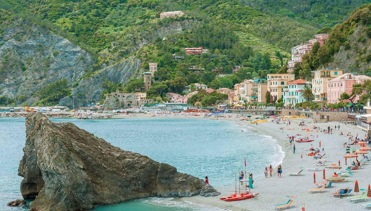 """Spiagge libere modello """"Temptation Island"""": l'idea in Liguria"""