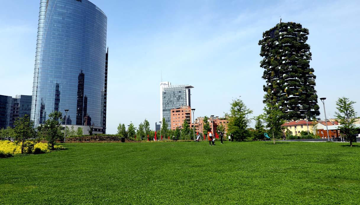 Tra i grattacieli di Milano spunta una spiaggia: ecco Lido Bam