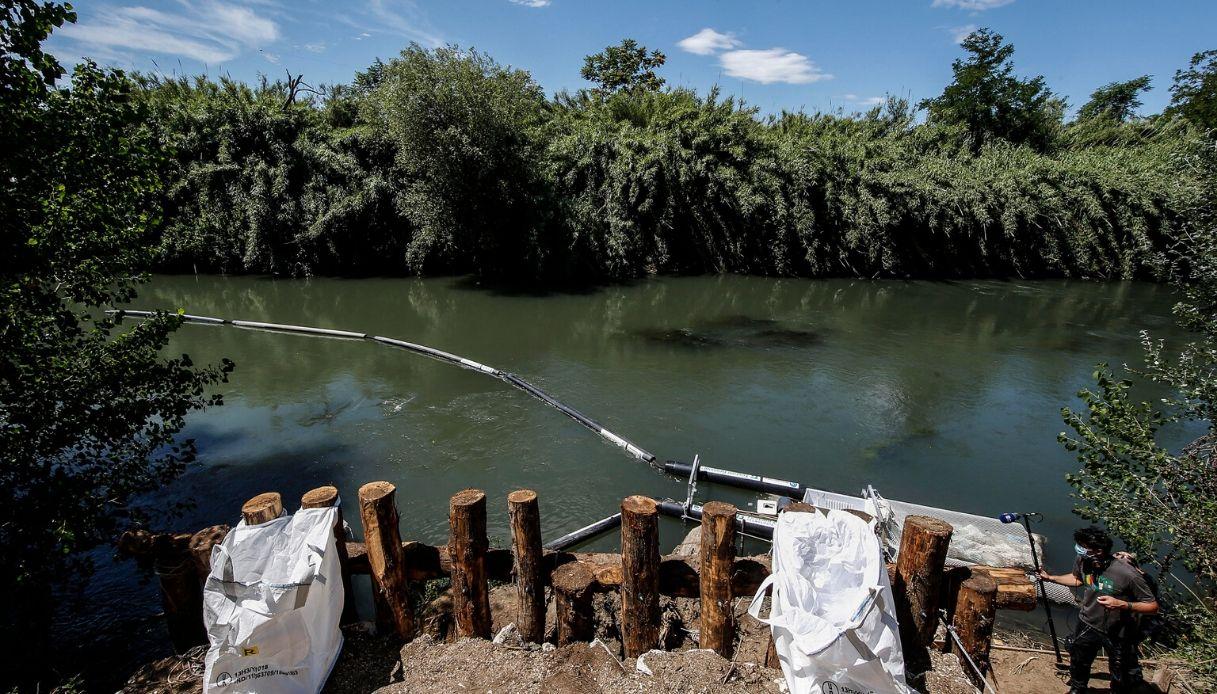 """Roma, sul fiume Aniene arriva la barriera """"acchiappa rifiuti"""""""