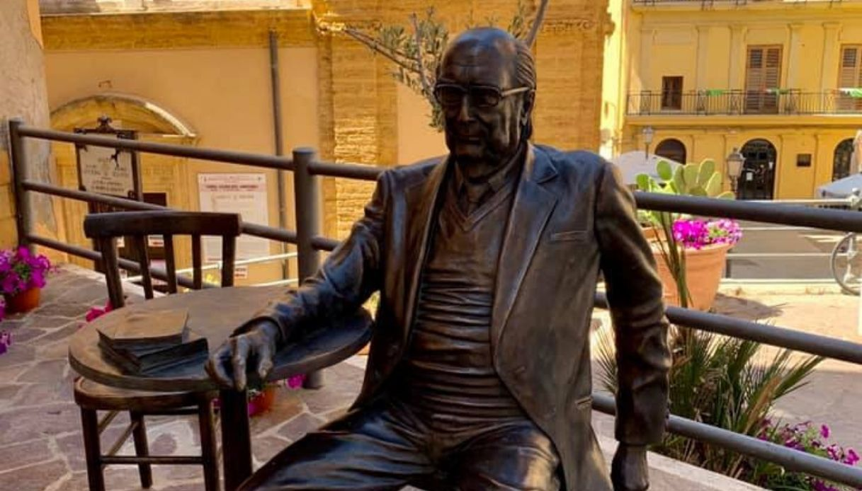 """Una statua per Camilleri nel """"salotto buono"""" di Agrigento"""