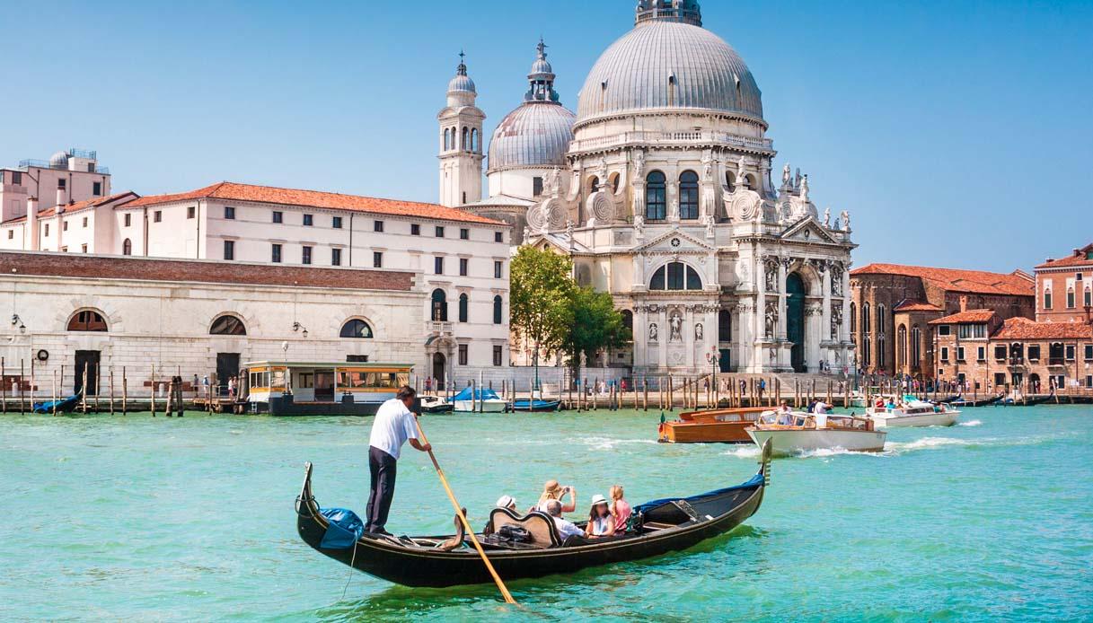 """""""I turisti pesano sempre di più"""": Venezia limita le gondole"""