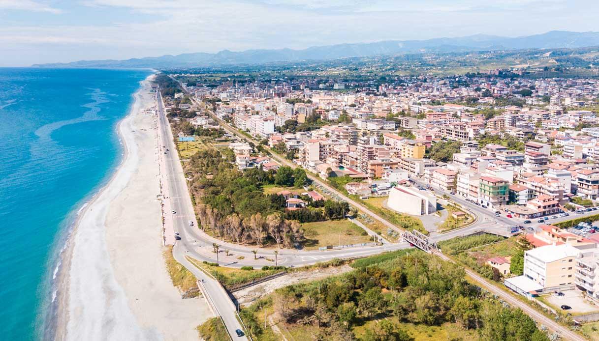 Calabria, bufera sullo spot contro il Nord Italia: furia Veneto