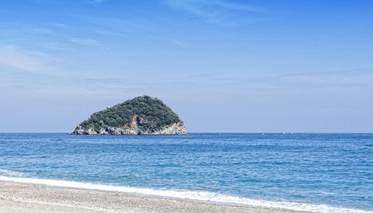 Non solo Gallinara: le isole italiane in vendita