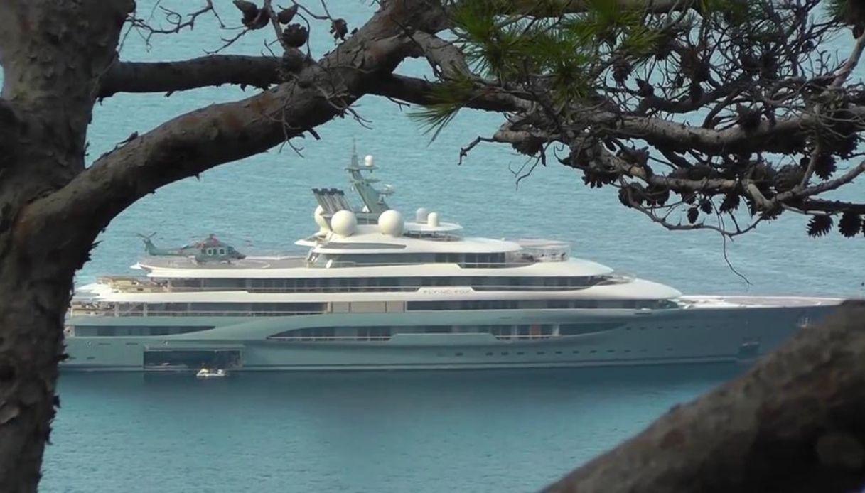 Flying Fox, a Capri lo yacht a noleggio più grande al mondo