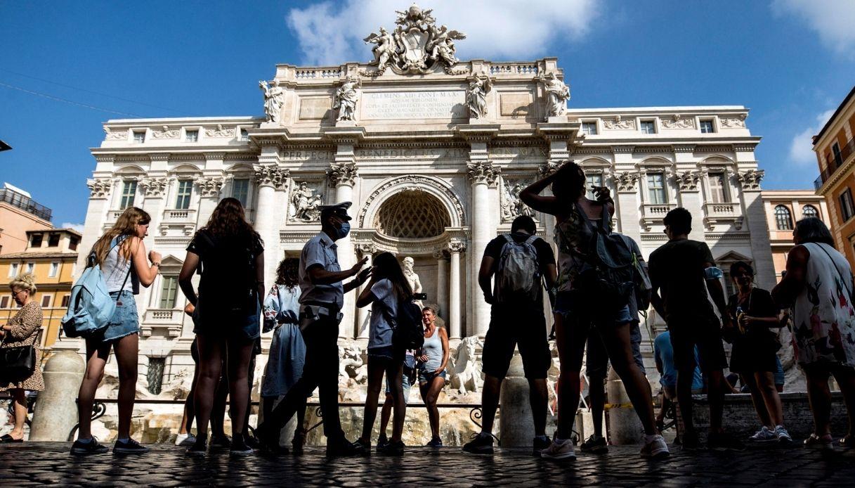 """Turismo in Italia, l'allarme della Cnn: """"Incombe una catastrofe"""""""