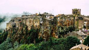 Luoghi da brivido in Italia: Calcata, il borgo delle streghe