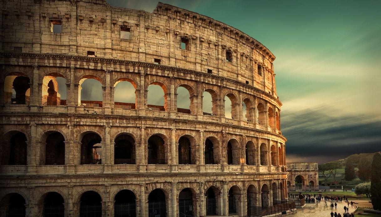 """Roma, torna a risplendere il dipinto """"segreto"""" del Colosseo"""