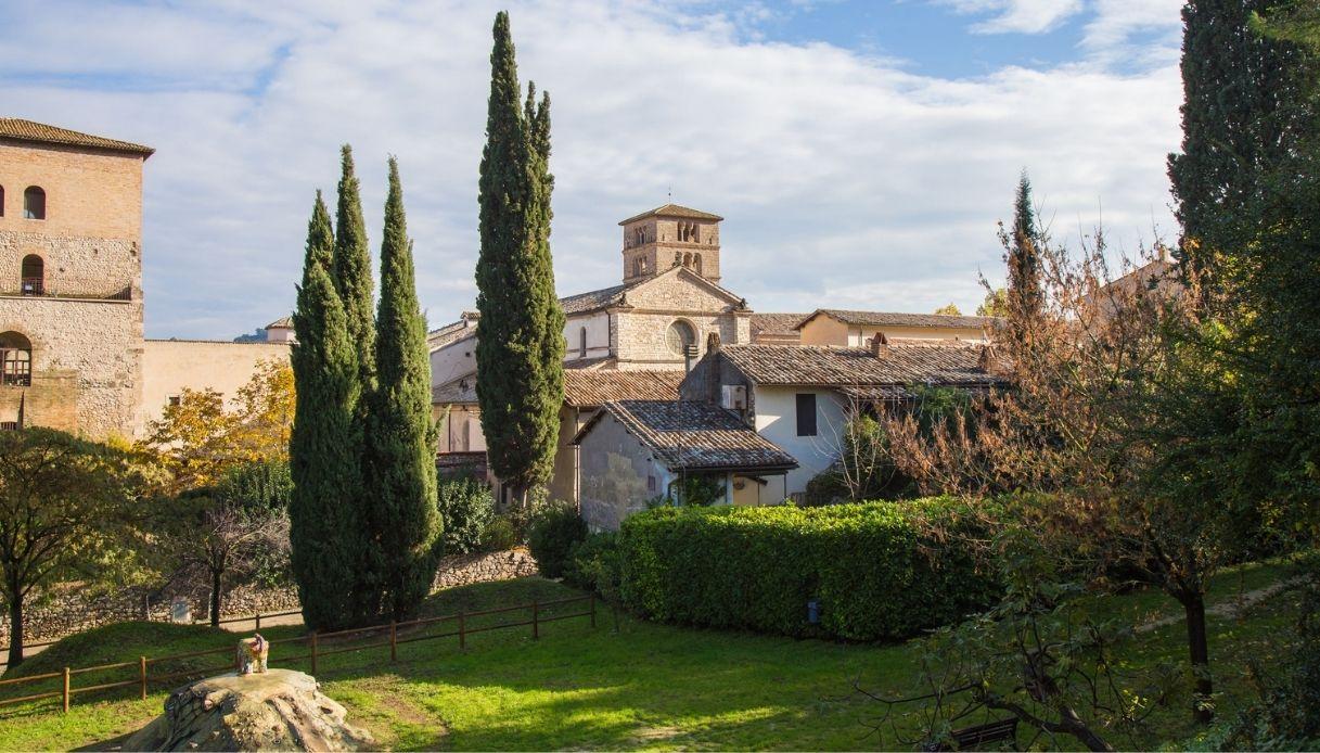 """Farfa, l'antico borgo a """"un passo dal cielo"""""""
