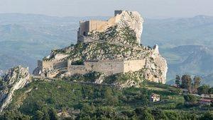 La storia da favola di Sebastiano e il Castello di Mussomeli