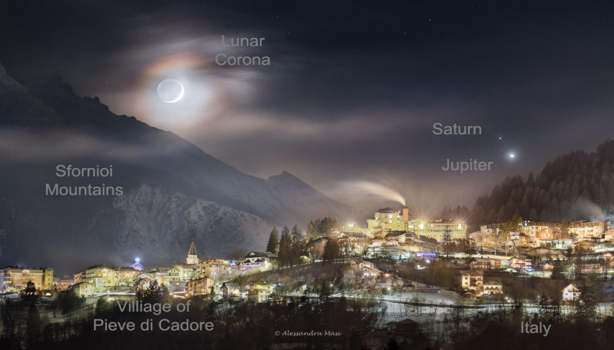 foto Luna incoronata su Pieve di Cadore
