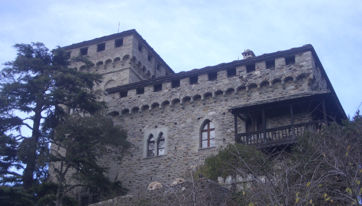 A un'ora da Torino è in vendita un castello neogotico: il prezzo