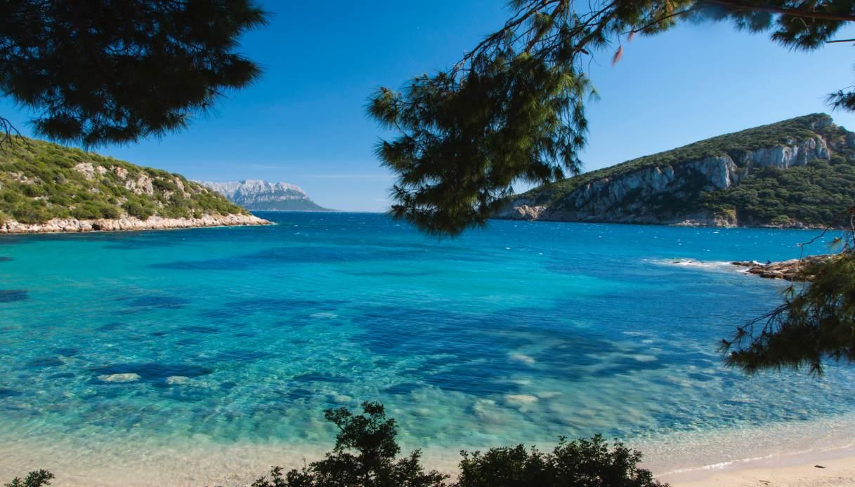 La Sirenetta è sbarcata in Sardegna: set a Cala Moresca