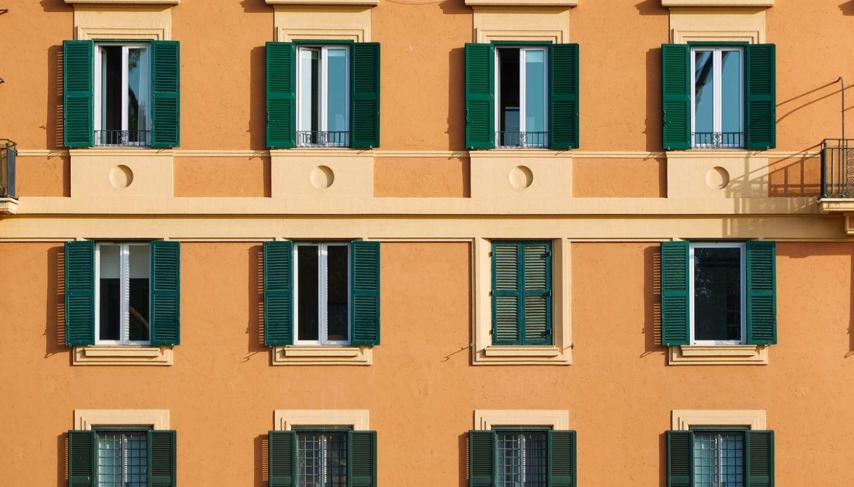 Comprare casa, quanti stipendi servono: città più care d'Italia