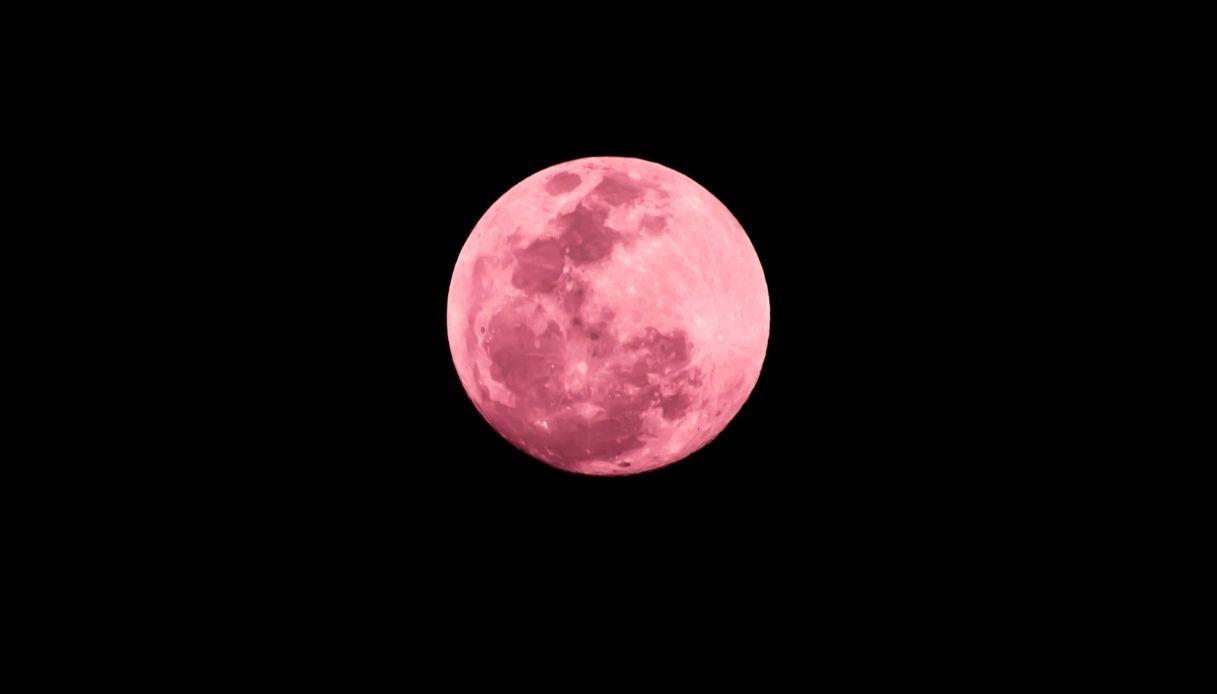 Luna piena della fragola: quando e dove vederla in Italia