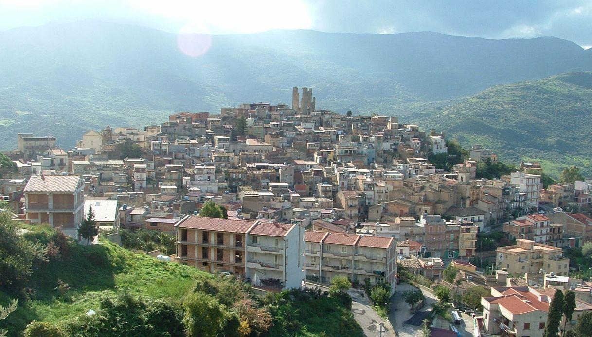Case a 1 euro a Pettineo, magico borgo siciliano
