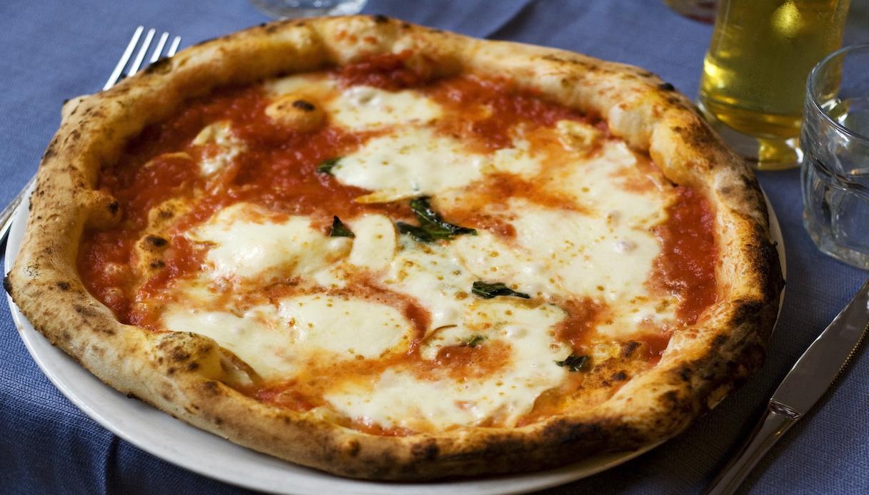 Pizza gourmet con l'imbroglio: i carabinieri scoprono la frode