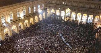 Lega a Bologna: pienone per le 'sardine' anti-Salvini