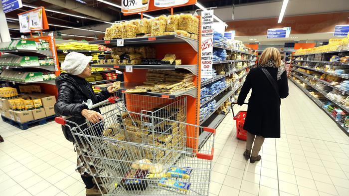Inflazione frena allo 0,1% Carrello della spesa accelera