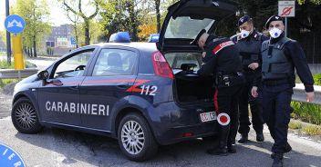 Milano, uomo spara alla compagna e poi si uccide