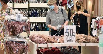 Saldi, pesano cig e lavoro agile Per le famiglie spesa a -40%