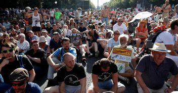 Berlino, protesta dei negazionisti