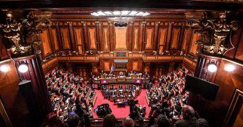 Trattative ancora in corso, i voti certi ora sarebbero 153