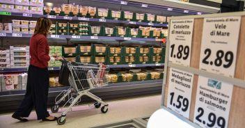Prezzi al consumo giù nel 2020 Rallenta il carrello della spesa