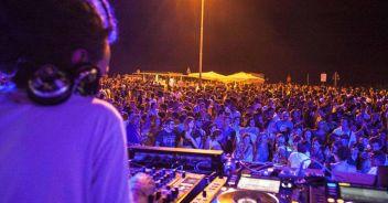 Costa, discoteche aperte entro il 10 luglio