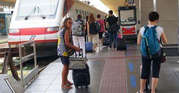 Green pass, ipotesi carrozze separate sul treno: bufera sull'assessore