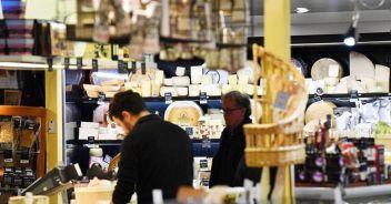 Commercio: Istat, a luglio vendite -0,4% mese,+6,7% anno