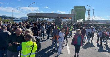 Manifestanti al porto di Trieste sgomberati con gli idranti