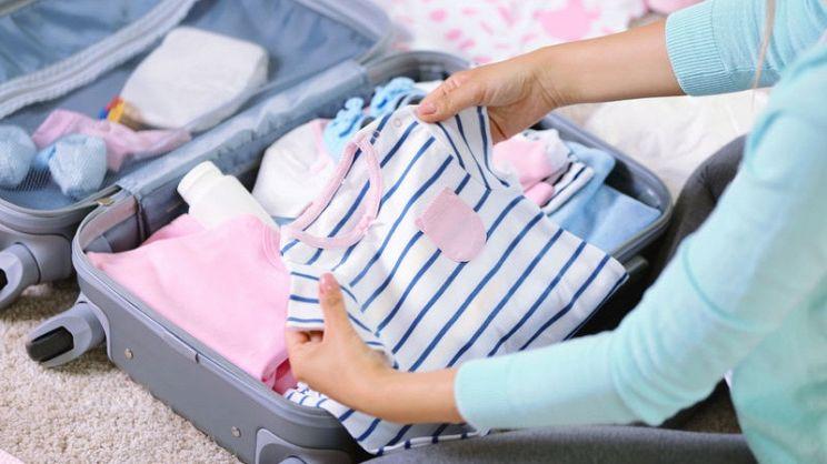 fa5da18f99 Ecco tutto il necessario per la futura mamma e il bebé da mettere nella valigia  prima. Corredino ...