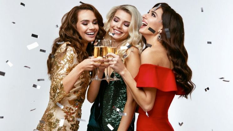 watch 81693 1ab3f Come scegliere un abito da sera per una cena di gala ...