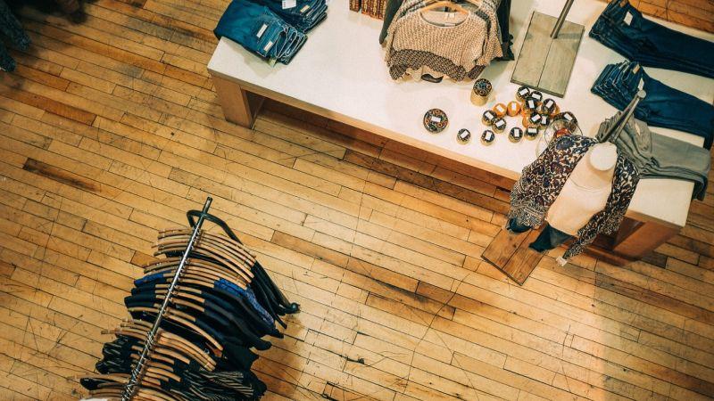 085d82107fd8 Come e dove vendere i vestiti usati e guadagnare spazio nell armadio ...