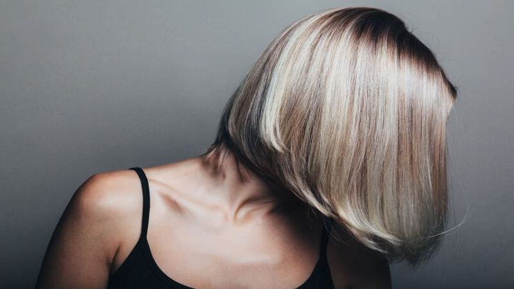 Lo shampoo antigiallo per capelli biondi è un prodotto indispensabile per  evitare la sfumatura gialla dai capelli con meches o colpi di sole  ecco i  ... 34581db954d7