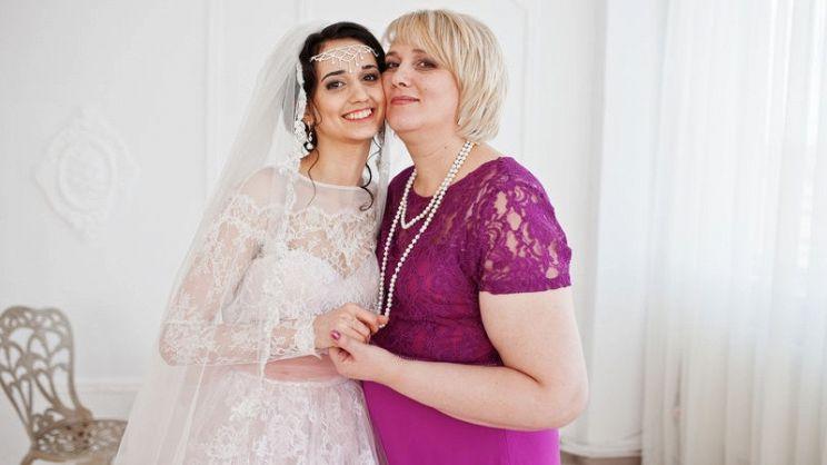 L abito della mamma della sposa non sarà importante come quella della  figlia ma deve essere ugualmente perfetto. Ecco i consigli per non sbagliare 2312d8f660e