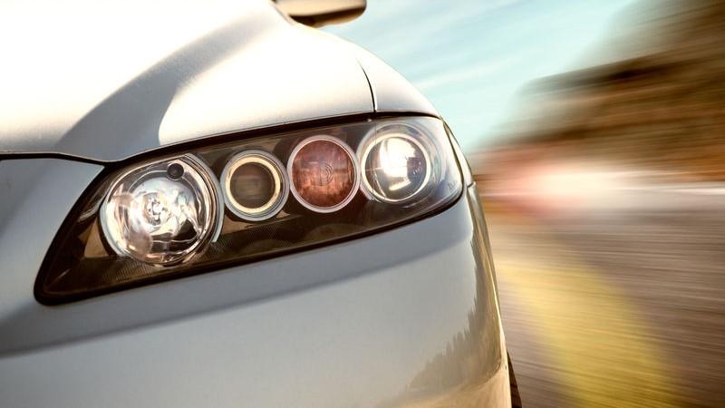 lucidatura dei fari dell'auto
