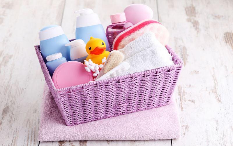 cinque prodotti per l'igiene del neonato