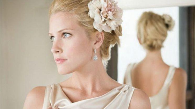 bc715f043ad5 Consigli e idee per scegliere l accessorio capelli da sposa perfetto